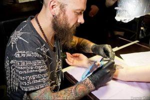 фото тату мастер за работой 06.04.2019 №091 - tattoo master - tattoo-photo.ru