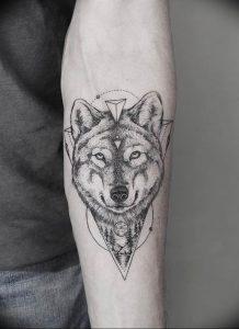 Фото тату волк 20.05.2019 №077 - photo tattoo wolf - tattoo-photo.ru