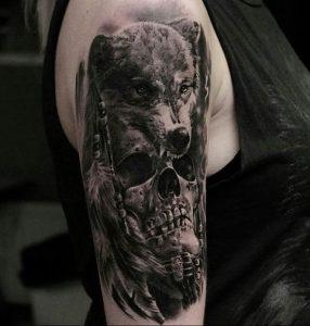 Фото тату волк 20.05.2019 №078 - photo tattoo wolf - tattoo-photo.ru