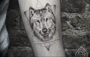 Фото тату волк 20.05.2019 №105 - photo tattoo wolf - tattoo-photo.ru