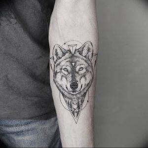 Фото тату волк 20.05.2019 №255 - photo tattoo wolf - tattoo-photo.ru