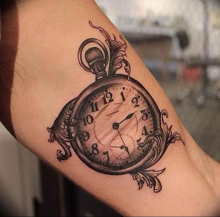 фото тату часов и обозначение слегка