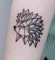 Фото вариант тату ежик 31.07.2019 №008 — tattoo hedgehog — tattoo-photo.ru