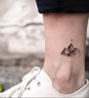Фото маленькие тату горы 23.07.2019 №007 — little mountain tattoos — tattoo-photo.ru