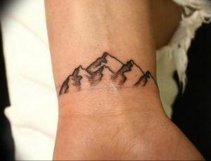 Фото маленькие тату горы 23.07.2019 №069 - little mountain tattoos - tattoo-photo.ru