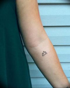 Фото мини тату горы 23.07.2019 №006 - mini mountain tattoo - tattoo-photo.ru