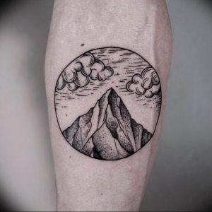 Фото тату горы в круге 23.07.2019 №001 - mountain tattoo in a circle - tattoo-photo.ru