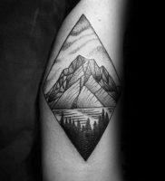 Фото тату горы в треугольнике 23.07.2019 №035 — mountain triangle tattoo — tattoo-photo.ru