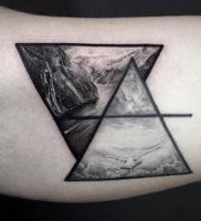 Фото тату горы в треугольнике 23.07.2019 №036 — mountain triangle tattoo — tattoo-photo.ru