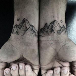 Фото тату горы на запястье 23.07.2019 №014 - mountain tattoo on wrist - tattoo-photo.ru