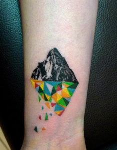 Фото тату горы на запястье 23.07.2019 №026 - mountain tattoo on wrist - tattoo-photo.ru