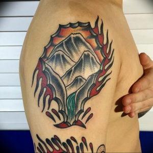 Фото тату горы на плече 23.07.2019 №038 - mountain tattoo on the shoulder - tattoo-photo.ru