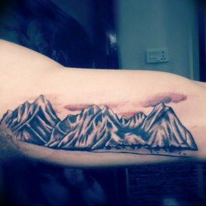 Фото тату горы на руке 23.07.2019 №043 - mountain tattoo on hand - tattoo-photo.ru