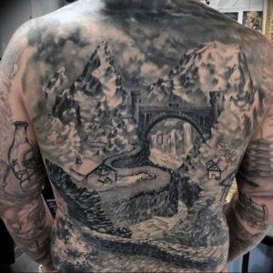 Фото тату горы на спине 23.07.2019 №019 - mountain tattoo on the back - tattoo-photo.ru