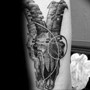 Фото тату череп козла 28.07.2019 №049 - goat skull tattoo - tattoo-photo.ru