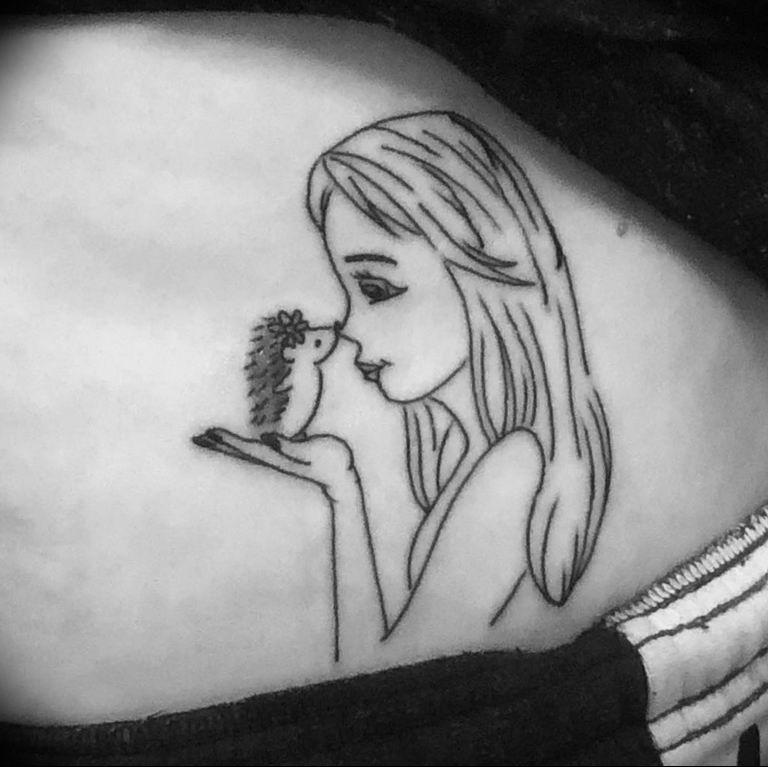 Photo тату ежика на руке 31.07.2019 №016 - tattoo hedgehog on hand - tattoo-photo.ru