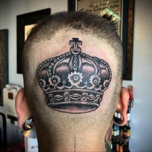 тату корона на затылке 24.09.2019 №002 -the back of the head tattoo- tattoo-photo.ru