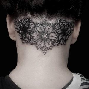 тату на затылке для девушек 24.09.2019 №009 -the back of the head tattoo- tattoo-photo.ru
