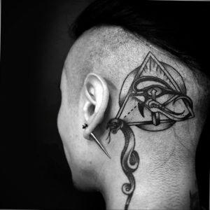 фото татуировки на затылке 24.09.2019 №018 -the back of the head tattoo- tattoo-photo.ru