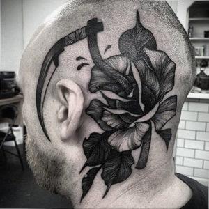фото татуировки на затылке 24.09.2019 №029 -the back of the head tattoo- tattoo-photo.ru