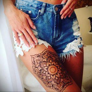 Мехенди на ляжках фото пример 14.02.2020 №008 -Mehendi on thighs- tattoo-photo.ru