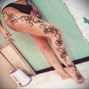 Мехенди на ляжках фото пример 14.02.2020 №041 -Mehendi on thighs- tattoo-photo.ru