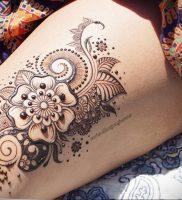Мехенди на ляжках фото пример 14.02.2020 №048 -Mehendi on thighs- tattoo-photo.ru