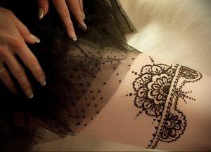 Мехенди на ляжках фото пример 14.02.2020 №160 -Mehendi on thighs- tattoo-photo.ru