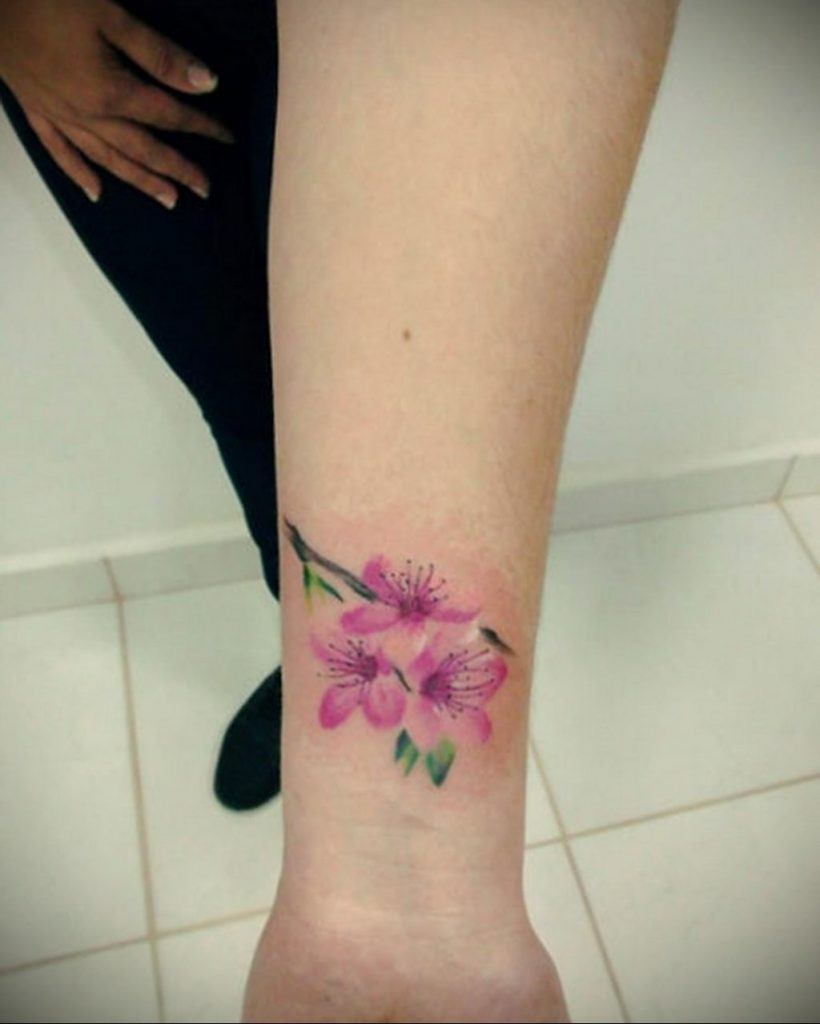Фото тату цветок закуры 09.02.2020 №079 -sakura tattoo- tattoo-photo.ru