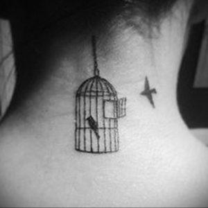 птица вылетает из клетки тату 02.01.2019 №001 -bird cage tattoo- tattoo-photo.ru