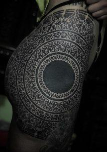 тату мандала на бедре 04.02.2020 №061 -mandala tattoo- tattoo-photo.ru