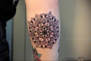 фото пример тату мандала 04.02.2020 №028 -mandala tattoo- tattoo-photo.ru