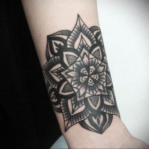 фото пример тату мандала 04.02.2020 №033 -mandala tattoo- tattoo-photo.ru