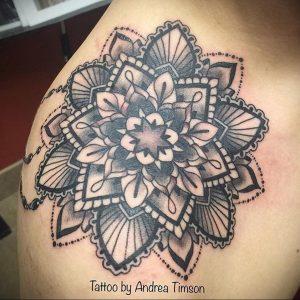 фото пример тату мандала 04.02.2020 №052 -mandala tattoo- tattoo-photo.ru