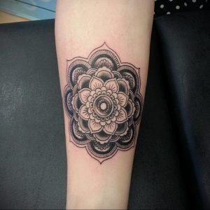 фото пример тату мандала 04.02.2020 №085 -mandala tattoo- tattoo-photo.ru