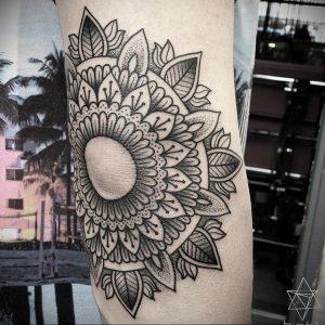 фото тату мандала на локте 04.02.2020 №121 -mandala tattoo- tattoo-photo.ru