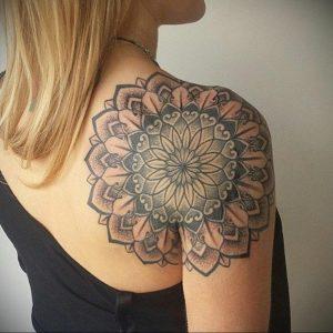 фото тату мандала на плече 04.02.2020 №033 -mandala tattoo- tattoo-photo.ru