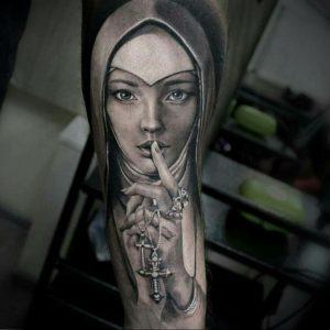 Тату Монашка на руке 16.02.2020 №1046 -nun tattoo- tattoo-photo.ru