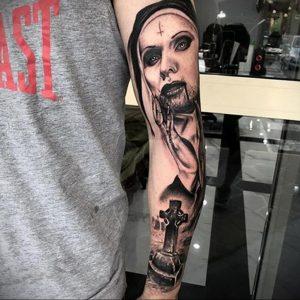 Тату Монашка с крестом 16.02.2020 №1009 -tattoo nun with a cross- tattoo-photo.ru