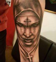 Тату Монашка с крестом 16.02.2020 №1011 -tattoo nun with a cross- tattoo-photo.ru