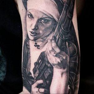 Тату Монашка с оружием 16.02.2020 №1004 -nun tattoo with gun- tattoo-photo.ru