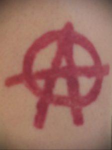Фото знак анархии тату 24.03.2020 №006 -tattoo anarchy- tattoo-photo.ru