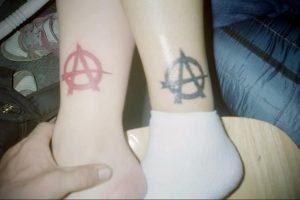 Фото знак анархии тату 24.03.2020 №023 -tattoo anarchy- tattoo-photo.ru