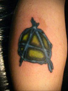 Фото знак анархии тату 24.03.2020 №029 -tattoo anarchy- tattoo-photo.ru
