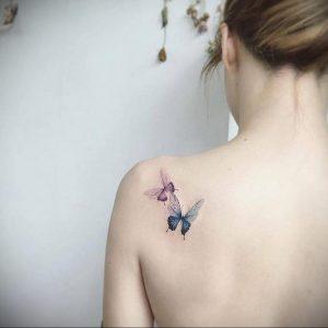 Фото маленькой тату на лопатке 09.03.2020 №010 -tattoo on the shoulder- tattoo-photo.ru
