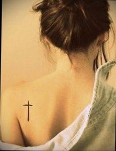 Фото маленькой тату на лопатке 09.03.2020 №017 -tattoo on the shoulder- tattoo-photo.ru