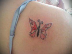 Фото маленькой тату на лопатке 09.03.2020 №051 -tattoo on the shoulder- tattoo-photo.ru