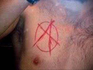 Фото тату анархия на груди 24.03.2020 №006 -tattoo anarchy- tattoo-photo.ru