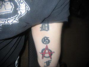 Фото тату анархия на руке 24.03.2020 №006 -tattoo anarchy- tatufoto.com