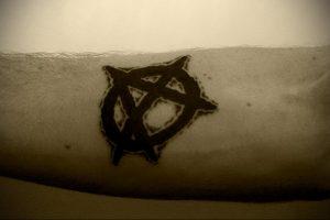 Фото тату анархия на руке 24.03.2020 №009 -tattoo anarchy- tatufoto.com